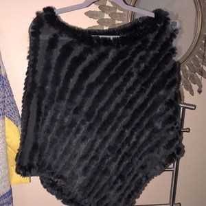Extremely luxurious black rabbit faux poncho 🔥🔥